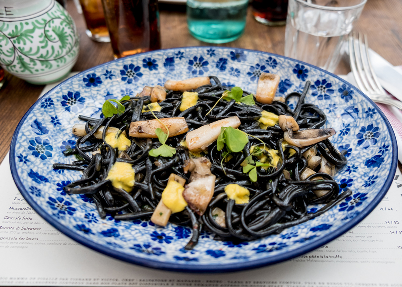 Le Fashionaire Paris: Montmartre and luch at Pink Mamma spaghetti nero sea fruits 2714 EN 805x574