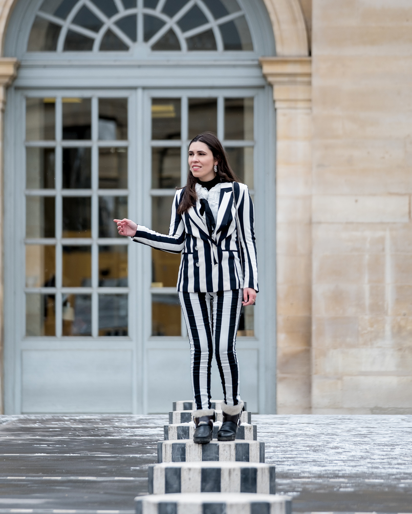 Le Fashionaire Stripes in Paris stripes black white hm blazer black white vertical stripes hm trousers black zara boots earrings white pearls hoops pedra dura 2252 EN 805x1003