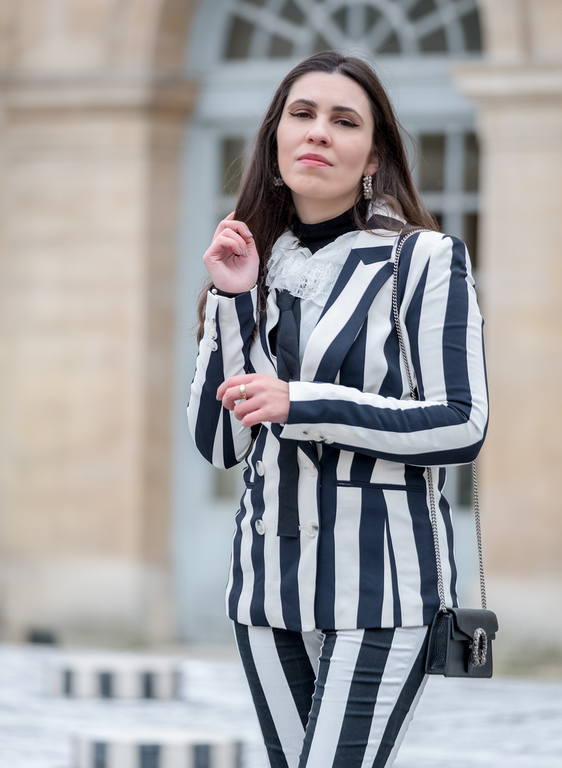 Le Fashionaire Stripes in Paris stripes black white hm blazer black white vertical stripes hm trousers gucci mini dionysus black silver tiger bag earrings white pearls hoops pedra dura 2289 EN 805x1100