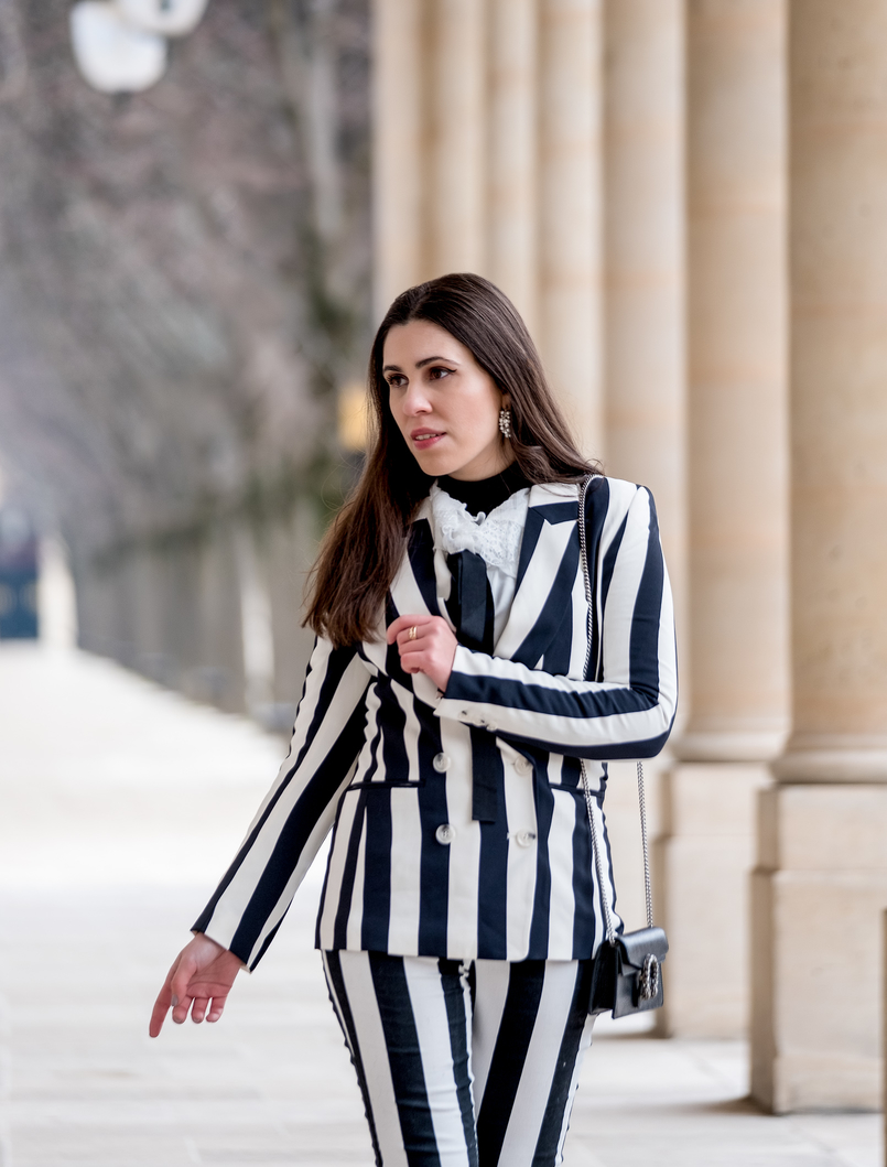 Le Fashionaire Stripes in Paris stripes black white hm blazer black white vertical stripes hm trousers gucci mini dionysus black silver tiger bag earrings white pearls hoops pedra dura 2346 EN 805x1059
