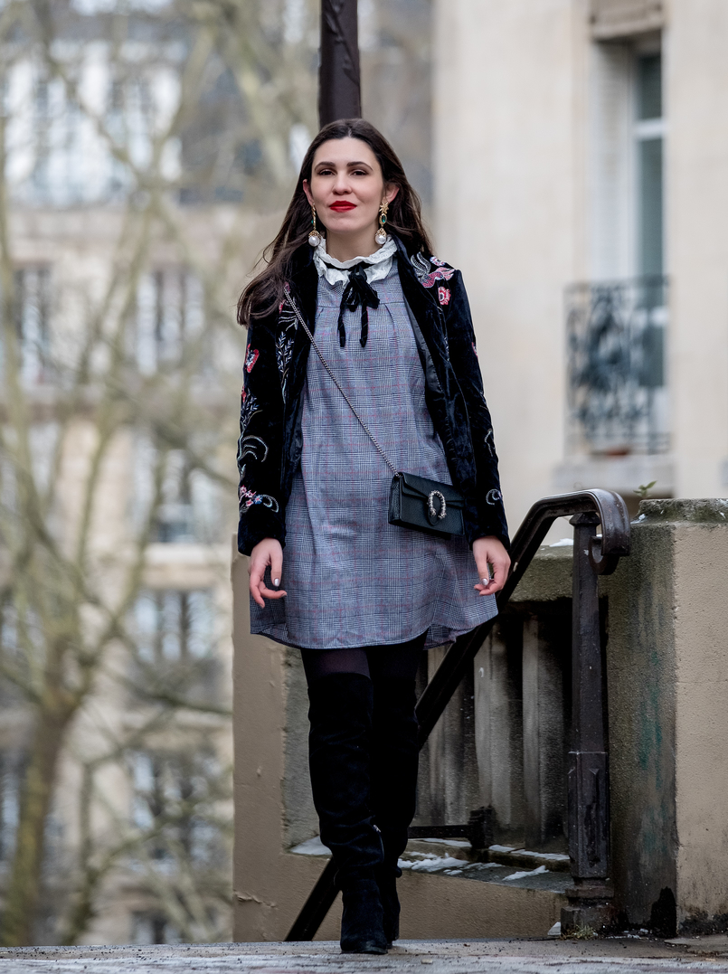 Le Fashionaire Paris: Montmartre and luch at Pink Mamma tartan grey red shein dress english embroidered white neck over knee suede black stradivarius boots gucci mini dionysus leather bag silver tiger 2769 EN 805x1077