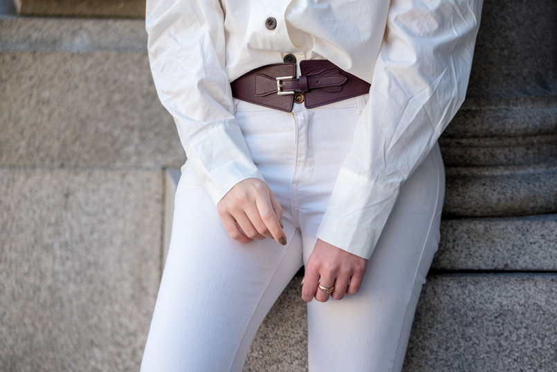 Le Fashionaire The coolest shirt for this spring white cotton brown front buttons hm white skinny jeans mango leather brown massimo dutti belt 6116 EN 805x537