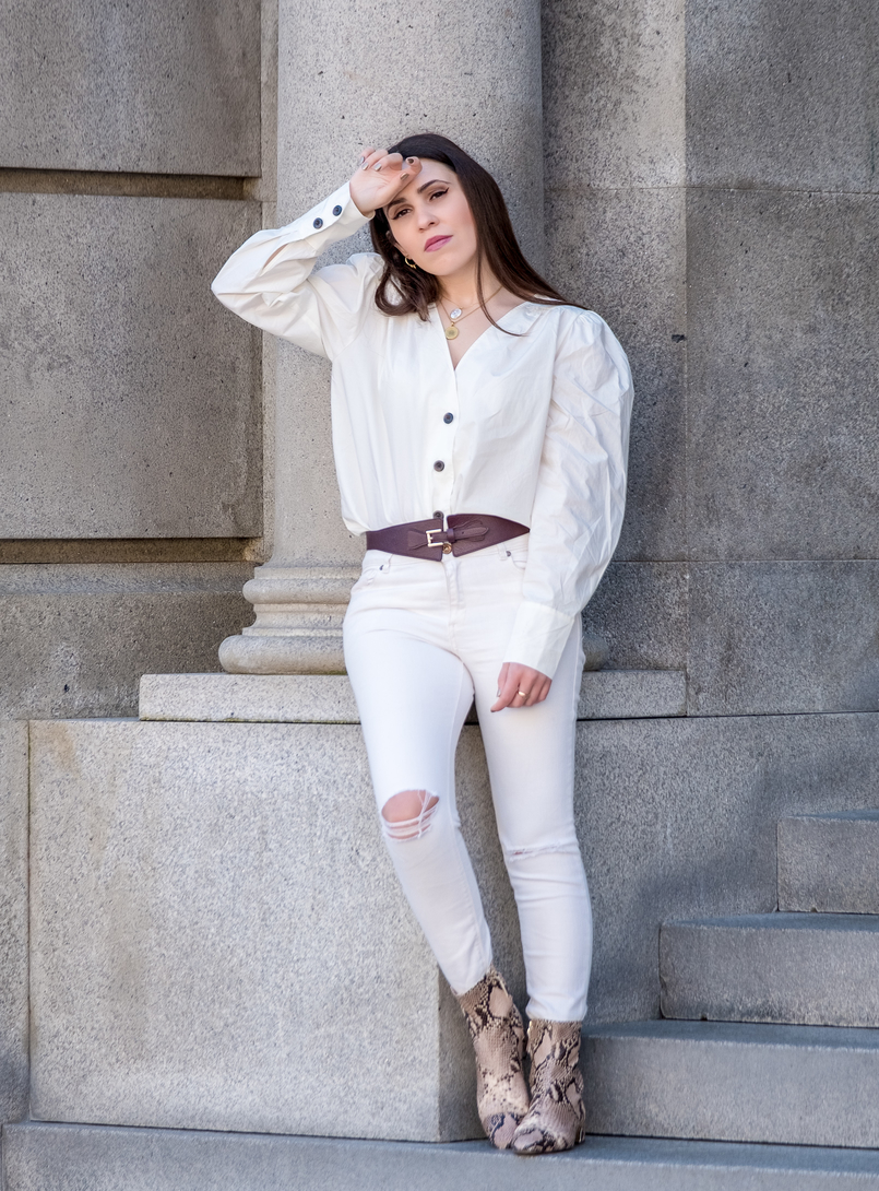 Le Fashionaire The coolest shirt for this spring white cotton brown front buttons hm white skinny jeans mango leather brown massimo dutti belt snake print massimo dutti leather boots 6094 EN 805x1090