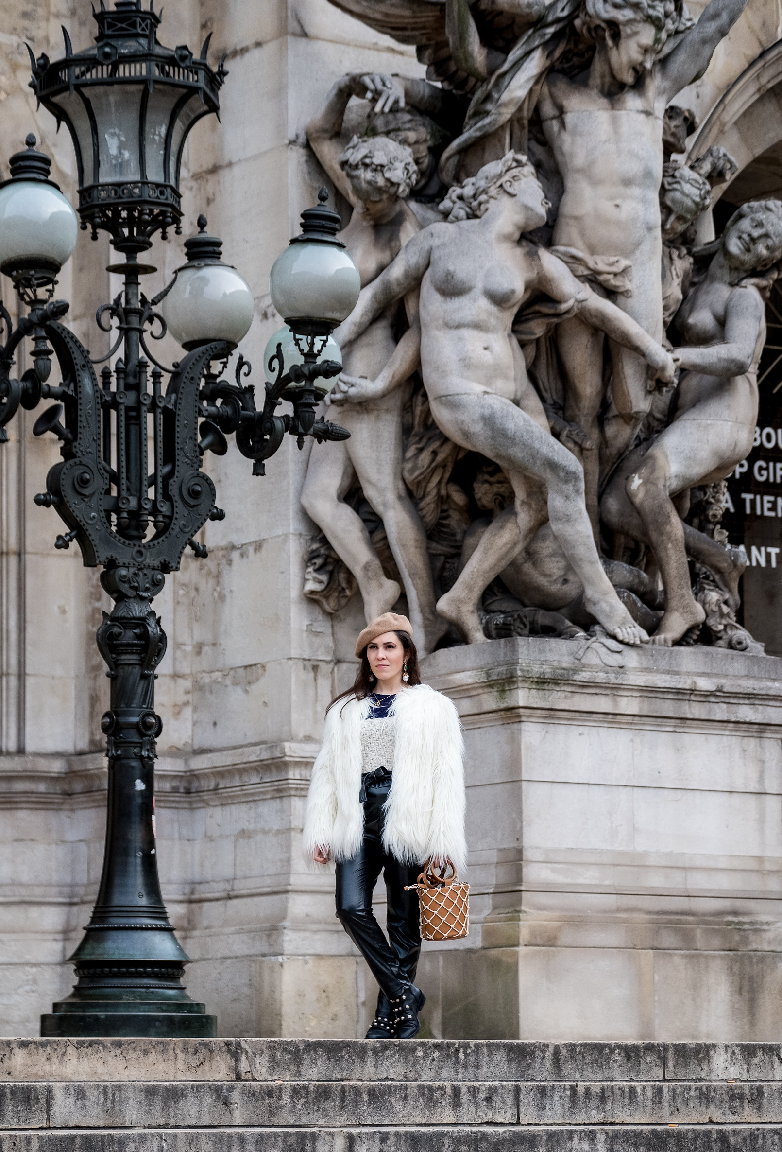 Le Fashionaire white faux fur zara coat fake black leather high wais paper bag trousers shein asos camel beret 3568 EN white faux fur zara coat fake black leather high wais paper bag trousers shein asos camel beret 3568 EN