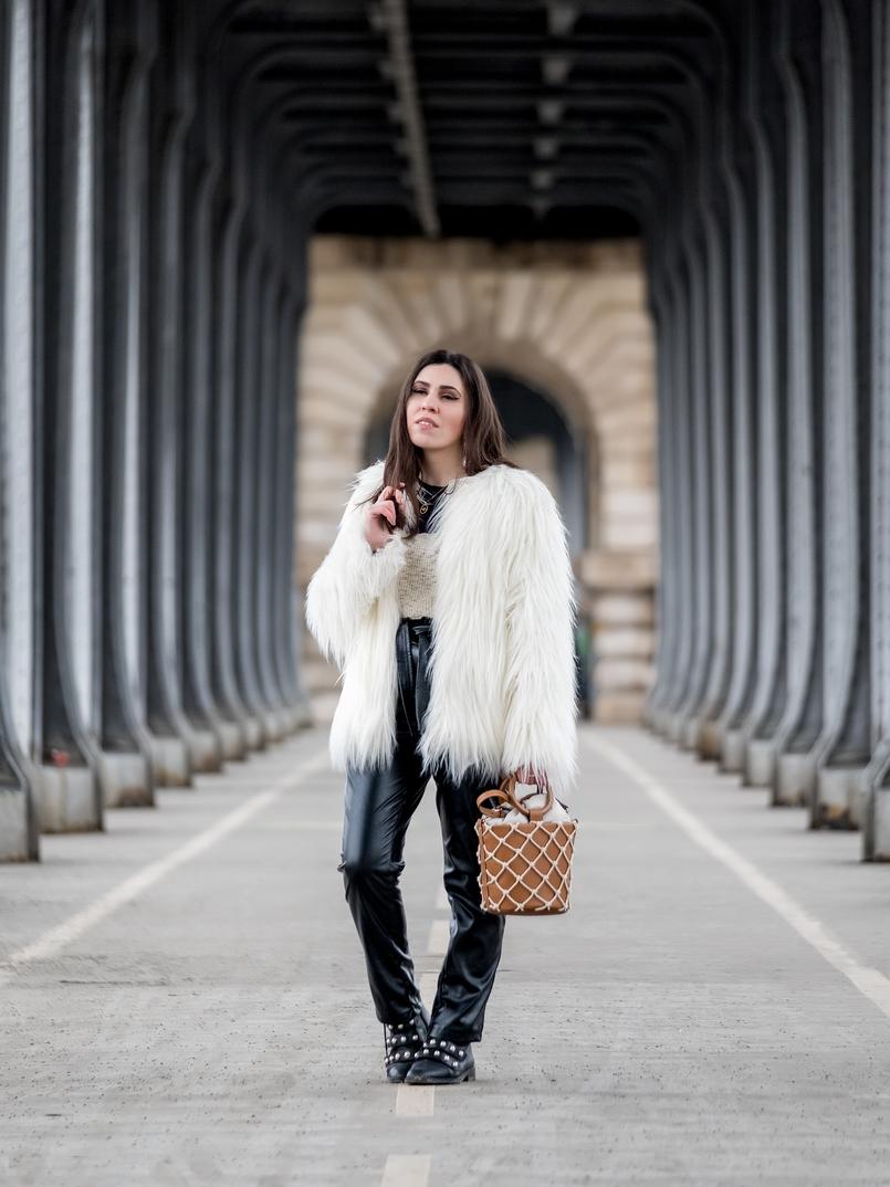 Le Fashionaire My parisian berets in Paris white faux fur zara coat fake black leather high wais paper bag trousers shein brown mesh mango bucket bag black leather white pearls ankle boots zara 3704 EN 805x1074