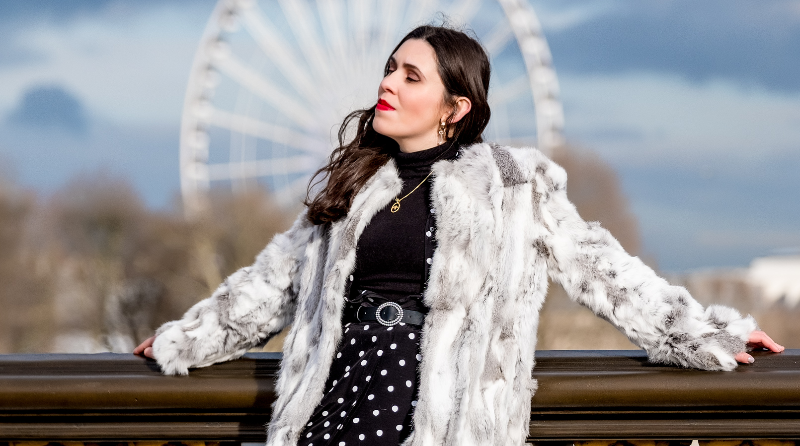Le Fashionaire The most instagrammable bridge in Paris white grey fur sfera coat gold bird cinco necklace zara black belt quartz gold mango earrings over knee stradivarius suede black boots 3375F EN