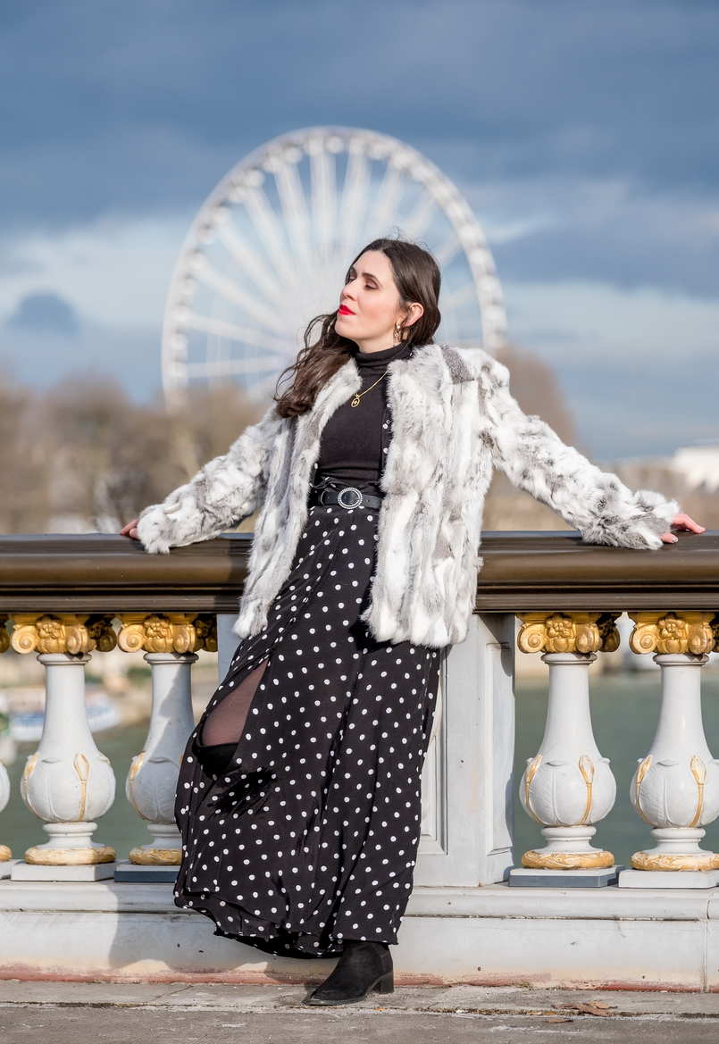 Le Fashionaire The most instagrammable bridge in Paris white grey fur sfera coat polka dots black white maxi zara dress turtle neck black zara knit zara black belt quartz gold mango earrings 3375 EN 805x1169