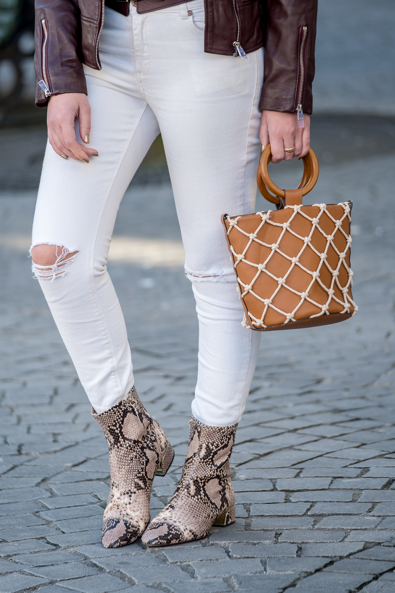 Le Fashionaire The coolest shirt for this spring white skinny jeans mango snake print massimo dutti leather boots camel mesh mango bag 5974 EN 805x1208
