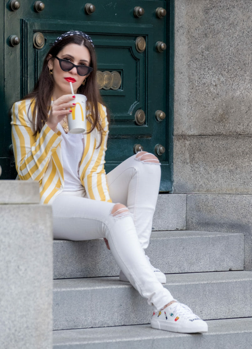 Le Fashionaire This is the blazer youll need this spring blazer white yellow stripes bershka white skinny ripped mango jeans white sneakers embroidered emojis bang bang bershka sunglasses black cat eye mango 6350 EN 805x1111