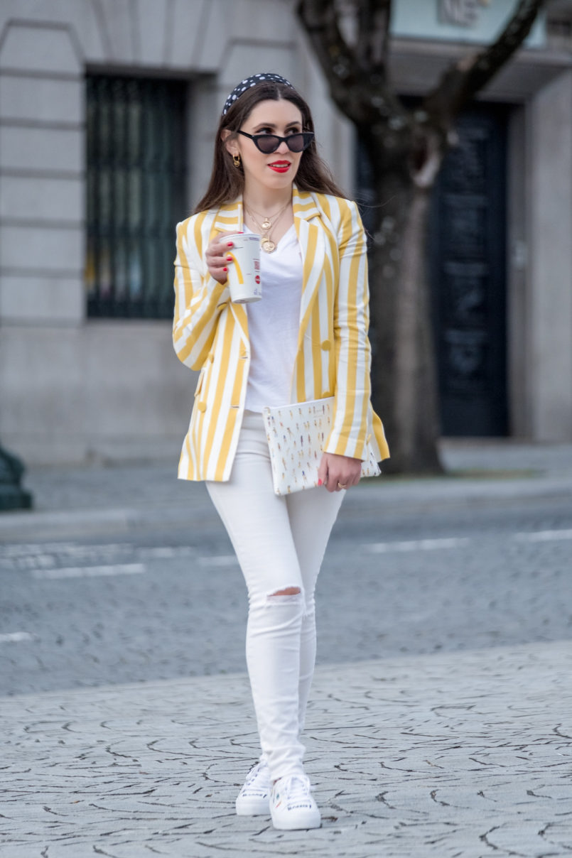 Le Fashionaire This is the blazer youll need this spring blazer white yellow stripes bershka white tee cotton zara white skinny ripped mango jeans gold hoop earrings cinco clutch pop printed sezane clutch 6388 EN 805x1208