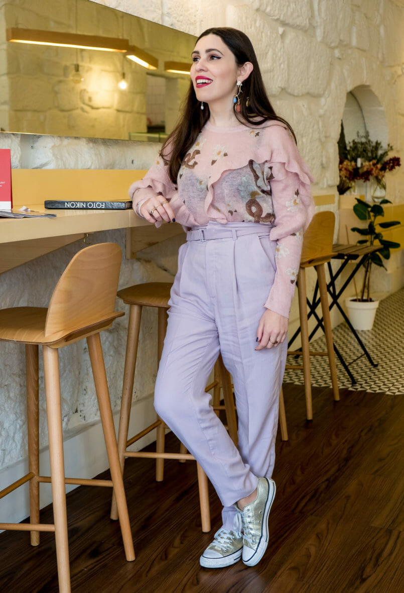 Le Fashionaire Cool places in Oporto: Brando Casa do Café brando casa cafe chairs decor tea room knit pale pink uterque lilac mango trousers 7429 EN 805x1180