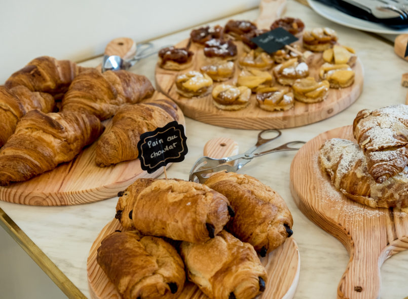 Le Fashionaire New spot in town: Brunch Parisien le brunch parisien pain chocolate french croissant 8347 EN 805x589