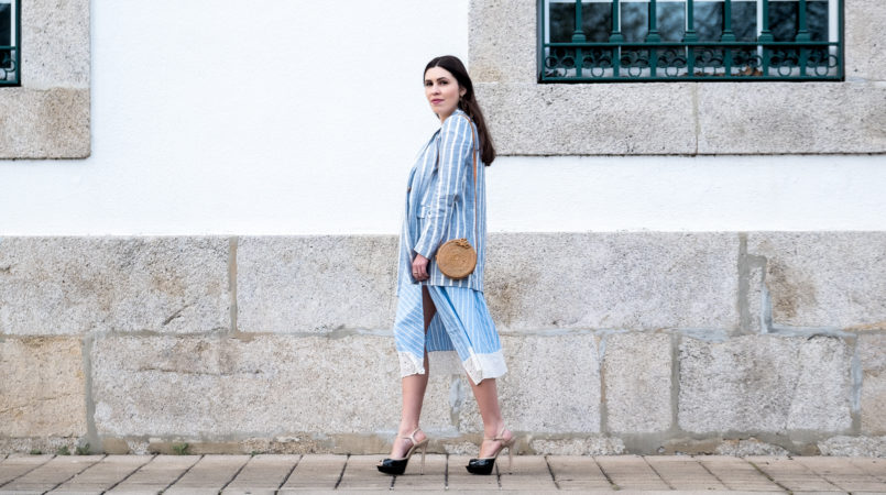 Le Fashionaire This spring is for light blue linen linen light blue white stripes mango blazer asymmetrical skirt baby blue white linen stripes zara hoop cinco gold earrings 6443F EN 805x450