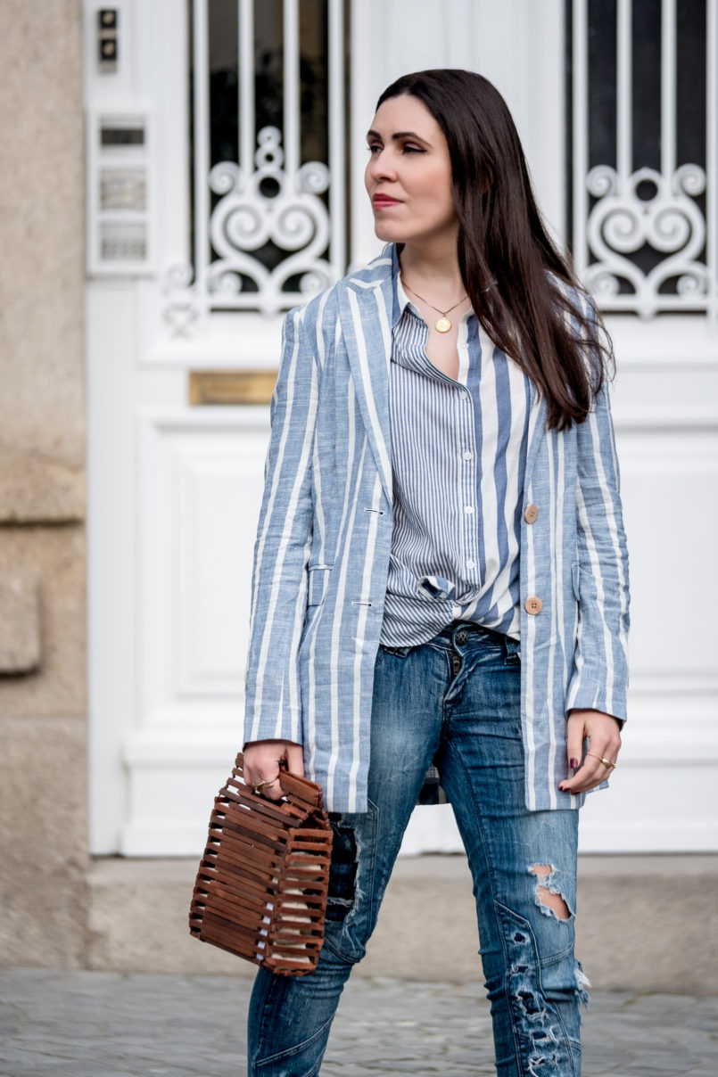 Le Fashionaire Aren't my new sneakers amazing? linen pale white stripes blazer mango white stripes asos shirt ripped bershka jeans zara wood bag gold world map cinco necklace blue 8063 EN 805x1208