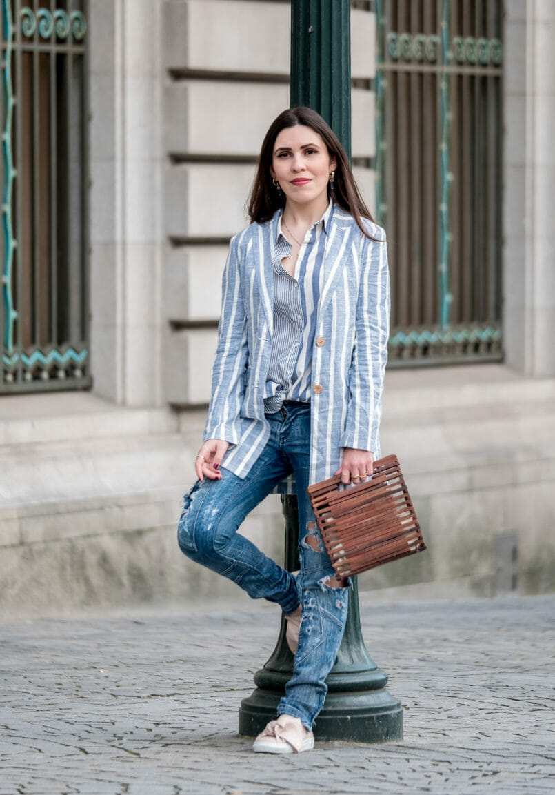 Le Fashionaire Aren't my new sneakers amazing? linen pale white stripes blazer mango white stripes asos shirt zara wood bag gold world map cinco necklace quartz gold mango earrings blue 8158 EN 805x1153