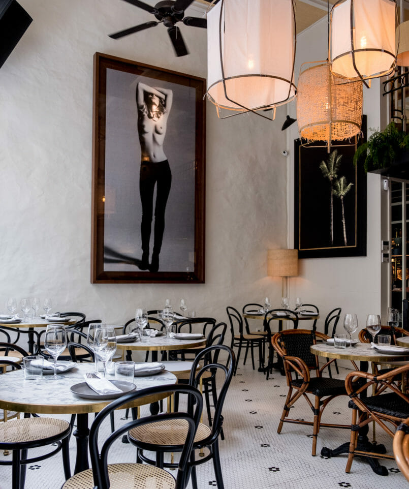Le Fashionaire Mistu: the new restaurant in downtown Porto you need to know mistu restaurant oporto round marble coffee table decor white black floor chairs painting naked woman 6717 EN 805x962