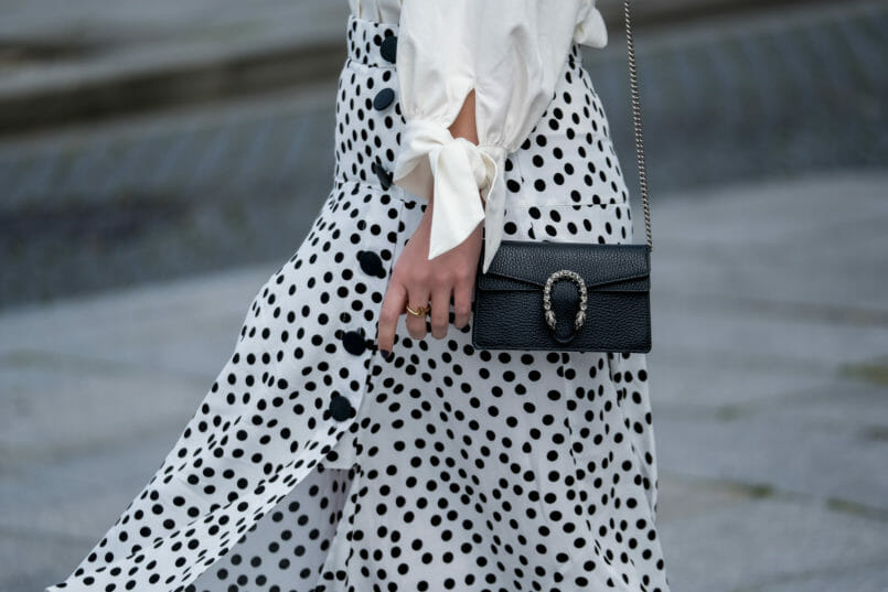 Le Fashionaire Where to shop for cool and cheap sunglasses polka dots front buttons zara skirt leather black gucci mini dionysus bag silver tiger 7303 EN 805x537