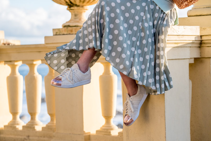Le Fashionaire Where to find the coolest bold earrings skirt mint pleated white polka dots mango white gold pointed metallic adidas sneakers 7033 EN 805x537