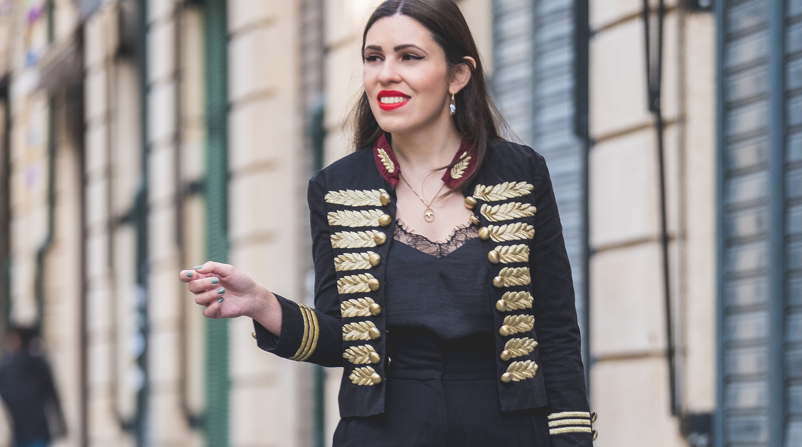 Le Fashionaire The chicest piece you'll have on your wardrobe military gold embroidered black red minusey jacket swallow gold cinco necklace satin black lace stradivarius top 9320F EN