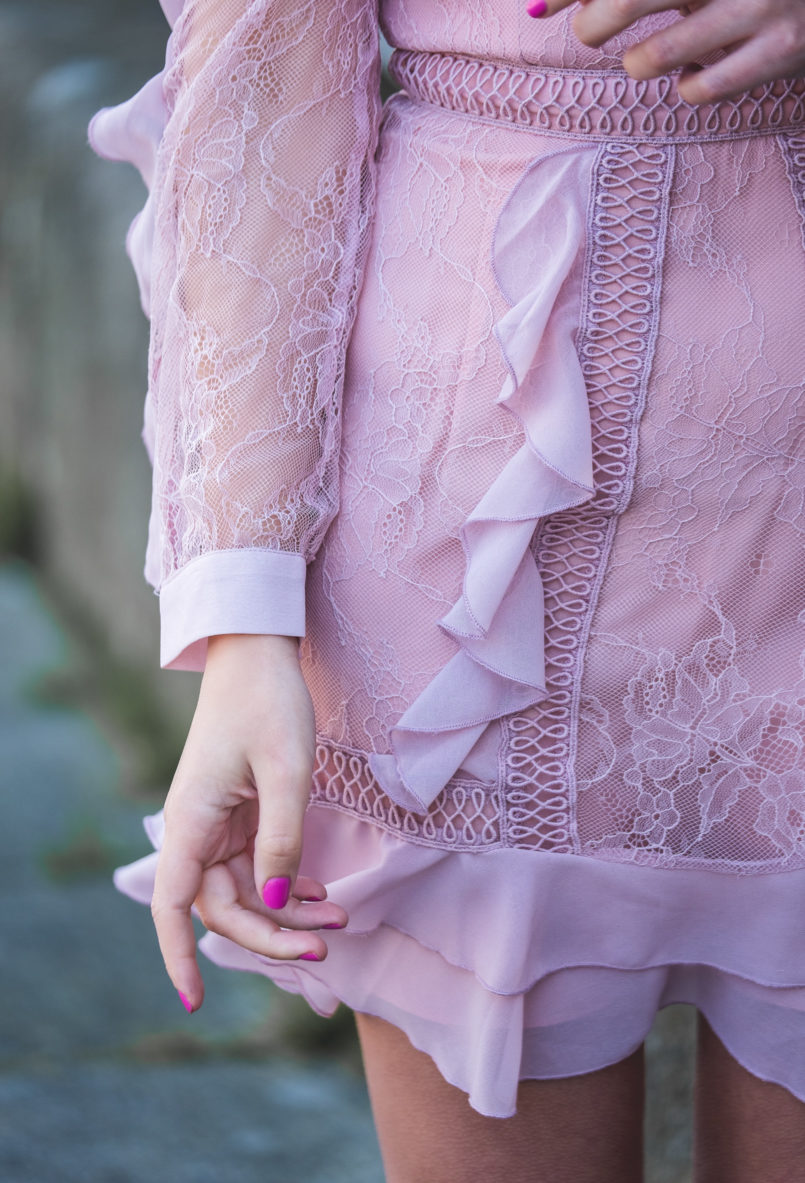 Le Fashionaire When i'm sad i buy flowers pale pink lace ruffles asos dress 0255 EN 805x1183