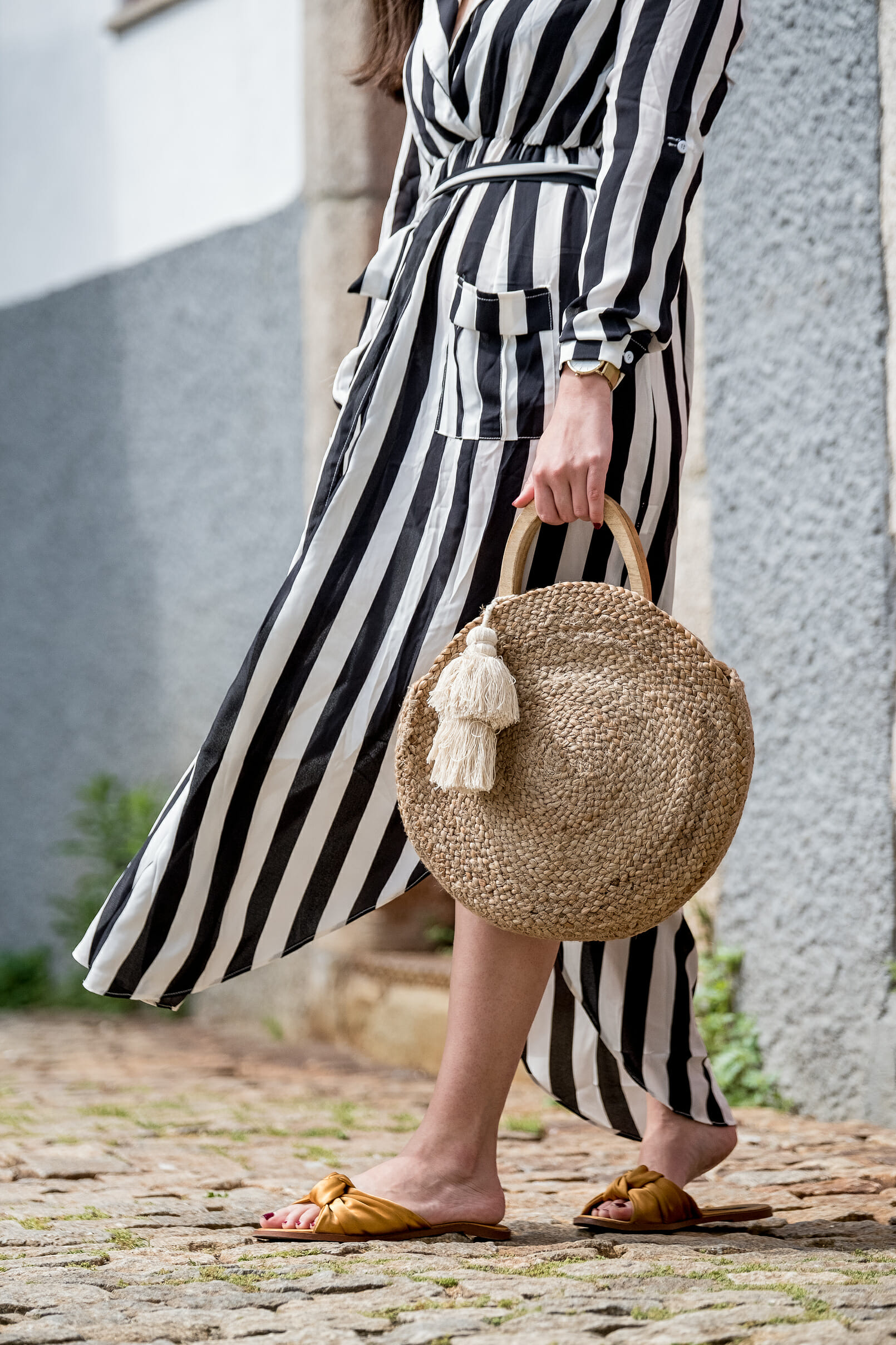 Le Fashionaire stripes dark blue white maxi shein dress satin dark yellow slides straw round wood zara bag 0510 EN stripes dark blue white maxi shein dress satin dark yellow slides straw round wood zara bag 0510 EN