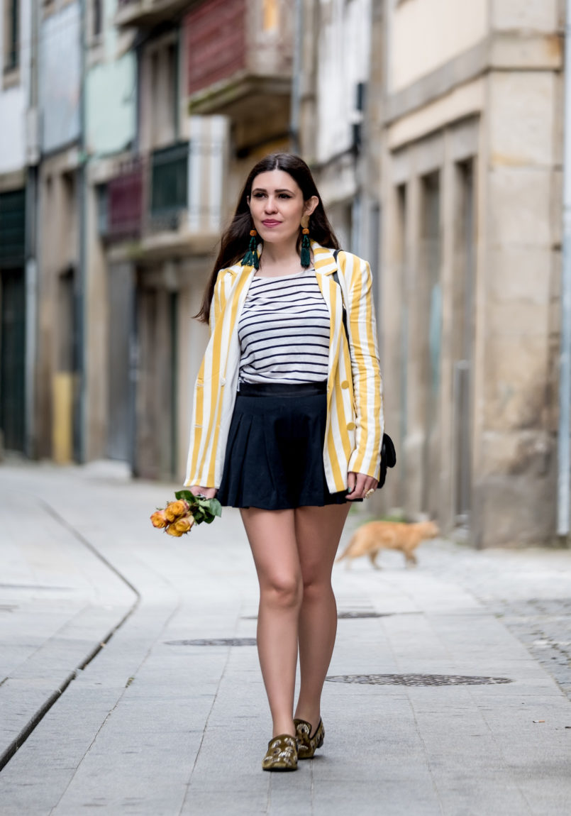 Le Fashionaire You need to know this street art rabbit white dark blue stripes stradivarius sweater pleated zara black shorts green olive sequins slippers shoes mango 9094 EN 805x1150