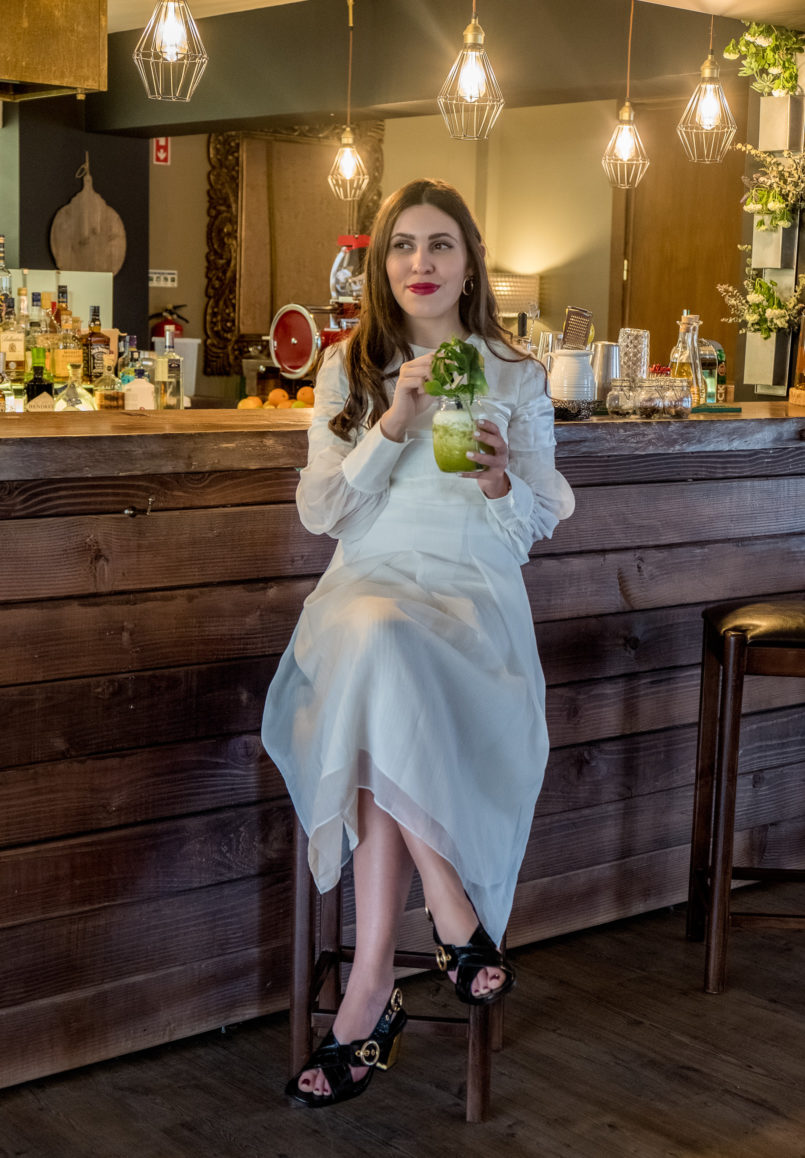 Le Fashionaire Pura Lã Hotel: a beautiful hotel in Covilhã white linen silk massimo dutti dress pura la hotel natural pineapple mint juice 9835 EN 805x1158