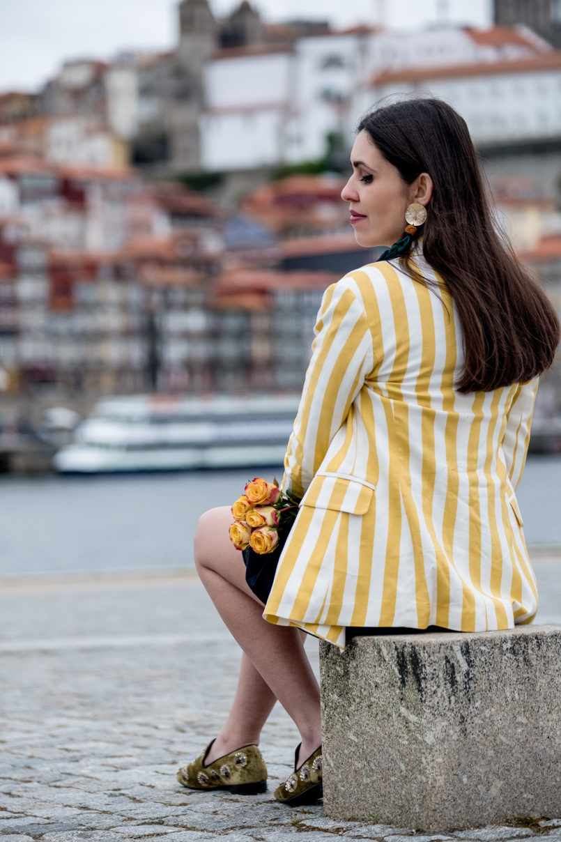 Le Fashionaire You need to know this street art rabbit yellow white vertical stripes bershka blazer green olive sequins slippers shoes mango gold bold green tassels zara earrings 9222 EN 805x1208