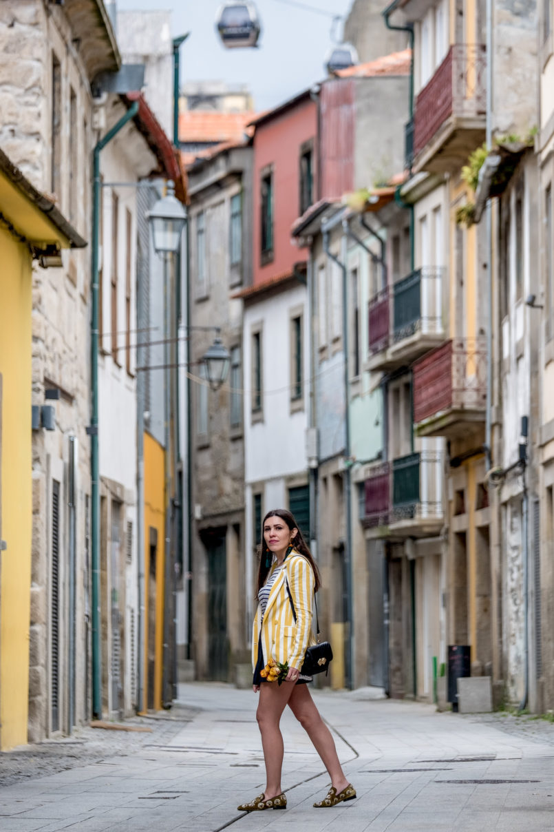 Le Fashionaire You need to know this street art rabbit yellow white vertical stripes bershka blazer yellow roses 9112 EN 805x1208