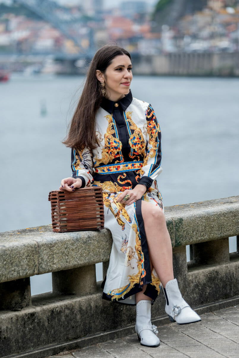 Le Fashionaire How to pair cowboy boots with dresses maxi dress versace like white colorful shein gold bold lion mango earrings cowboy white stradivarius boots wood zara bag 1146 EN 805x1208