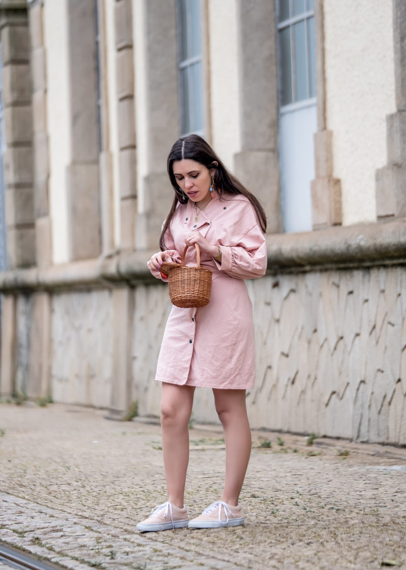Le Fashionaire Clothes are not disposable pale pink asos dress pale pink polka dots vans gold coin old necklace la petite sardine straw bag bold colorful earrings mango 0889 EN 805x1130