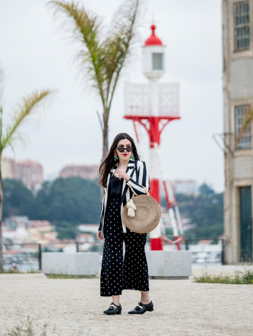Le Fashionaire Stripes and polka dots in the same outfit: yay or nay? polka dots zara trousers gold fringes black vinyl eureka shoes round straw zara bag cateye black mango sunglasses 0917 EN 805x1070