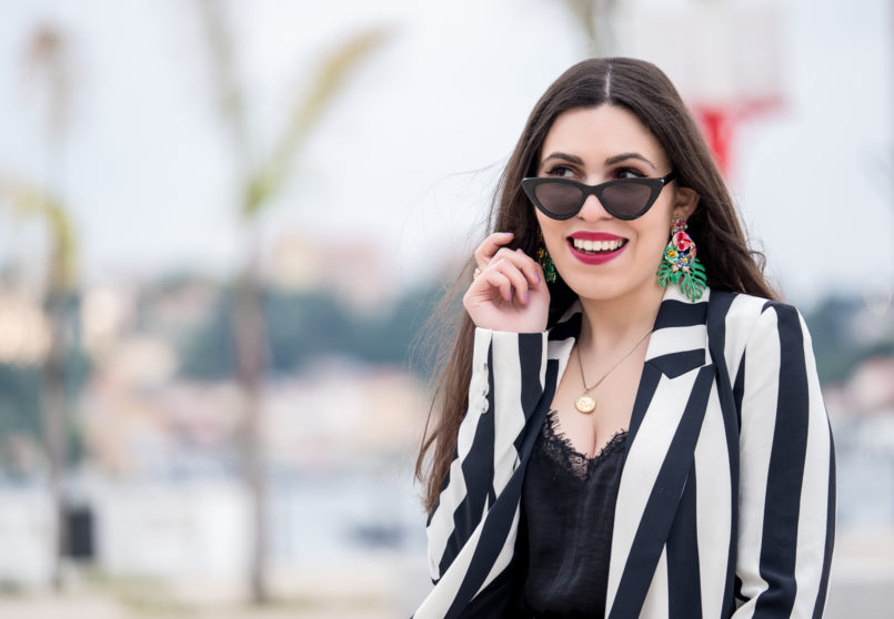 Le Fashionaire Stripes and polka dots in the same outfit: yay or nay? satin black lace stradivarius top bold leaf flowers earrings zara cinco gold world map necklace silver cateye black mango sunglasses 1004 EN 805x558