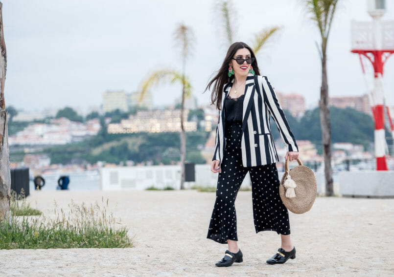 Le Fashionaire Stripes and polka dots in the same outfit: yay or nay? white black stripes hm blazer polka dots zara trousers satin black lace stradivarius top round straw zara bag cateye black mango sunglasses 0972 EN 805x567