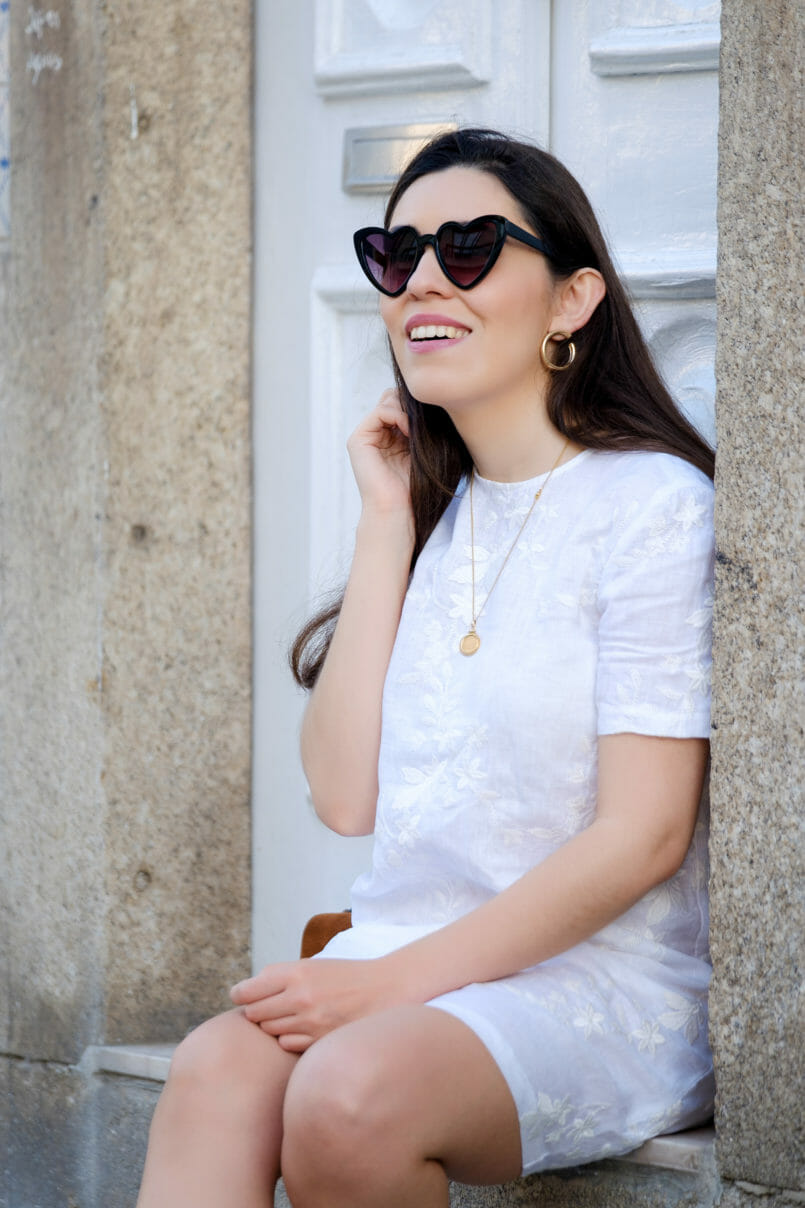 Le Fashionaire Hey you sales! white embroidered linen zara dress gold old necklace gold hoop earrings heart mango sunglasses 1907 EN 805x1208