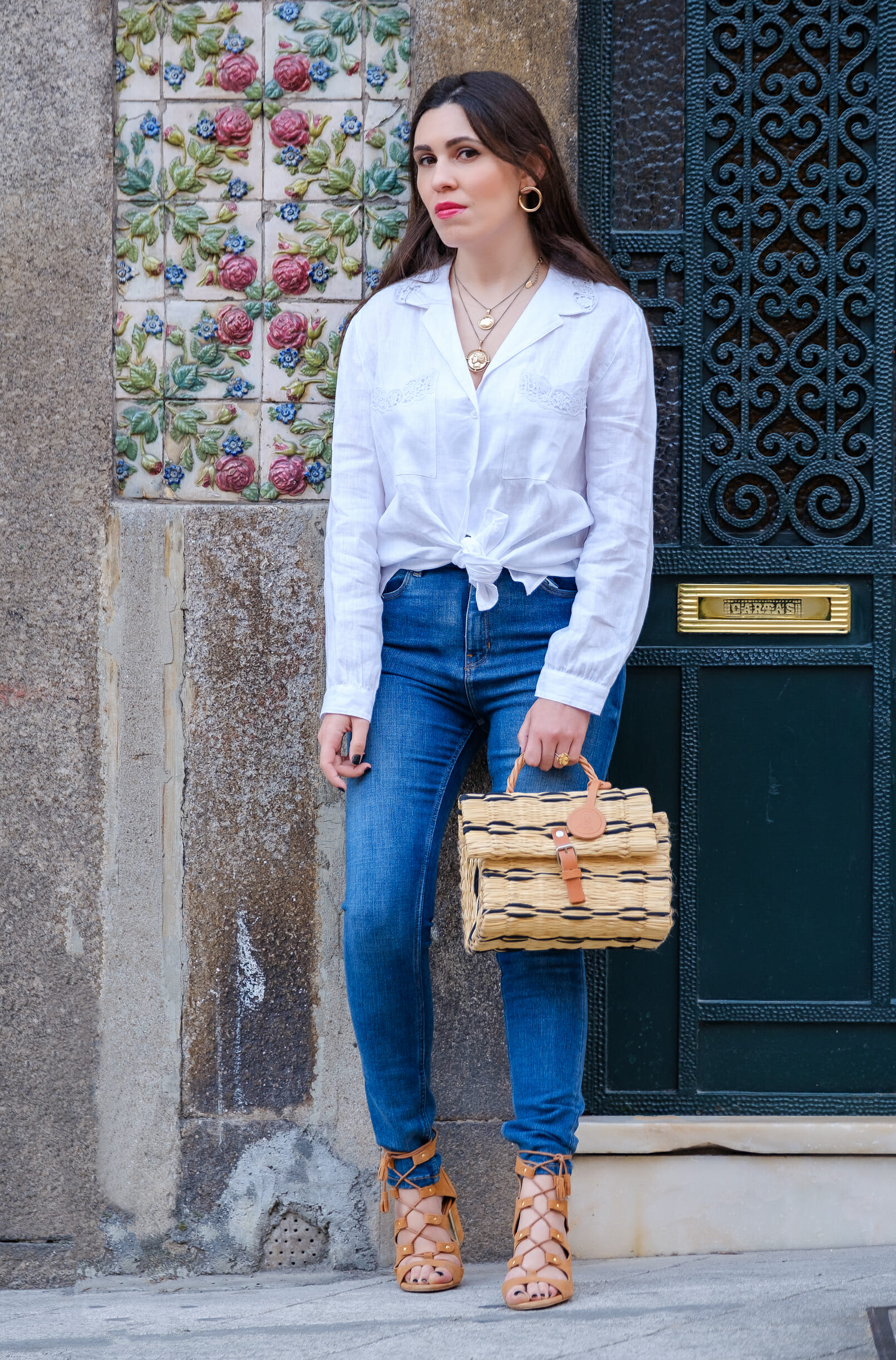 Le Fashionaire white linen embroidered zara shirt denim zara jeans camel suede stradivarius sandals gold coin necklaces mango gold hoop earrings 2770 EN white linen embroidered zara shirt denim zara jeans camel suede stradivarius sandals gold coin necklaces mango gold hoop earrings 2770 EN