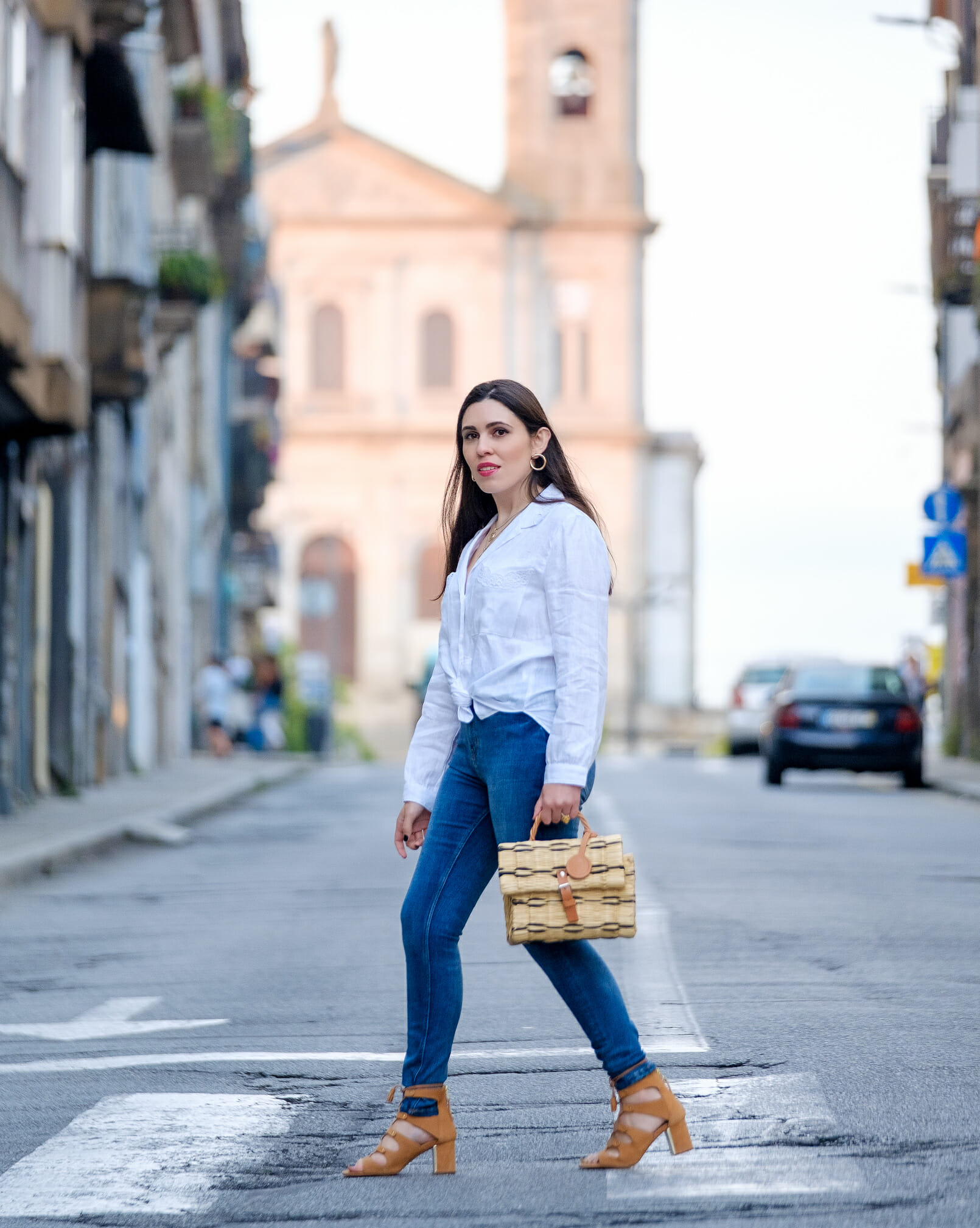 Le Fashionaire white linen embroidered zara shirt denim zara jeans camel suede stradivarius sandals straw bag toino abel 2710 EN white linen embroidered zara shirt denim zara jeans camel suede stradivarius sandals straw bag toino abel 2710 EN