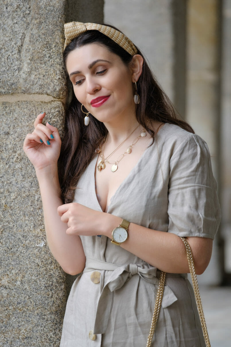 Le Fashionaire Should We tell all about our personal lives on social media? beige front buttons zara dress gold shells mango necklaces headband stradivarius gold hoops shell mango earrings 4557 EN 805x1208