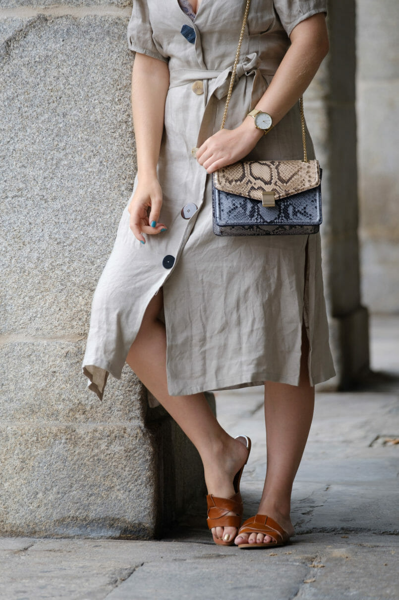 Le Fashionaire Should We tell all about our personal lives on social media? beige front buttons zara dress leather brown zara slides snake print leather blue brown massimo dutti bag 4508 EN 805x1208