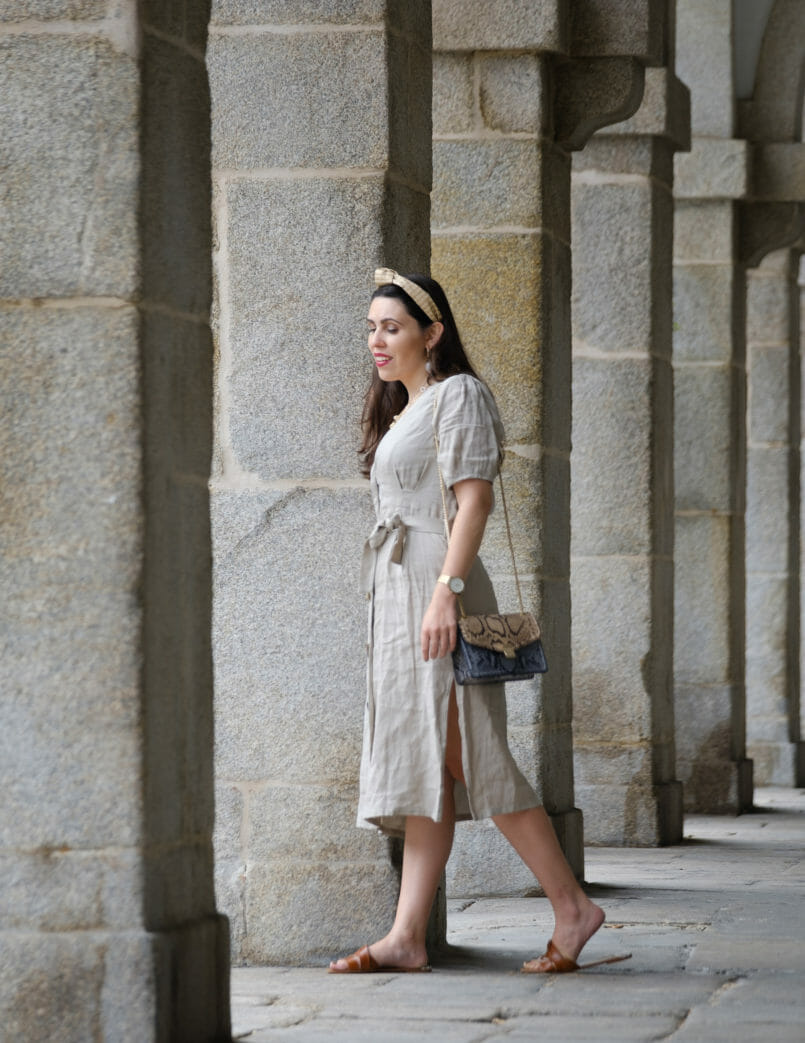 Le Fashionaire Should We tell all about our personal lives on social media? beige front buttons zara dress leather brown zara slides snake print leather blue brown massimo dutti bag headband stradivarius 4535 EN 805x1043