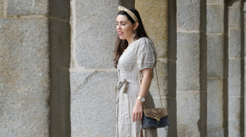 Le Fashionaire Should We tell all about our personal lives on social media? beige front buttons zara dress snake print leather blue brown massimo dutti bag headband stradivarius gold hoops shell mango earrings 4535F EN 805x450
