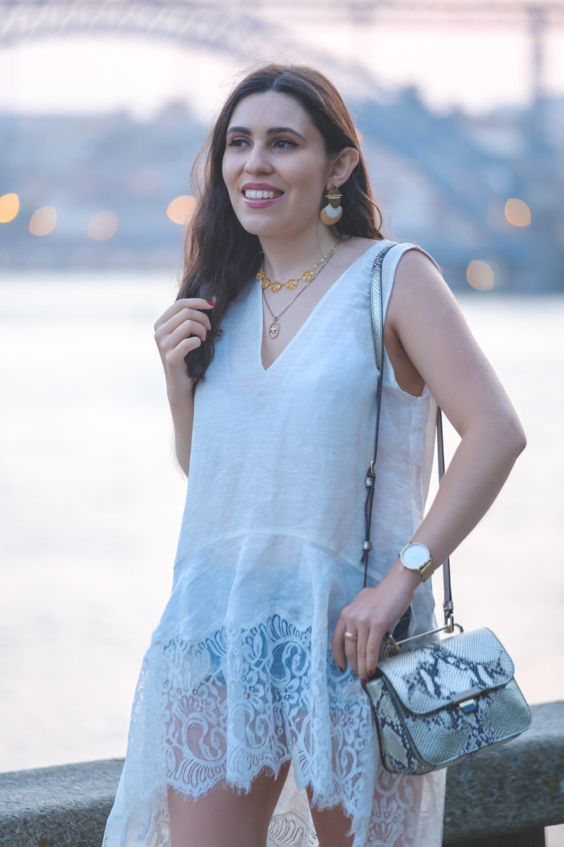 Le Fashionaire New in: Furla linen silk lace white zara blouse denim bershka shorts cinco swallow silver gold necklace filigrana portuguese shell mango bold earrings 4805 EN 805x1208