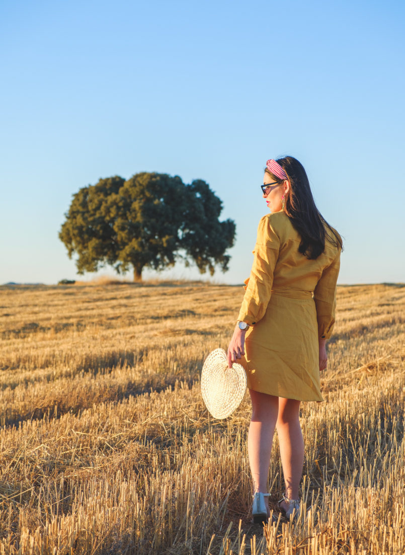 Le Fashionaire Alentejo makes me feel free linen yellow zara dress nude santa lolla sandals vichy red hair band alentejo Cork oak beautiful field 3712 EN 805x1103