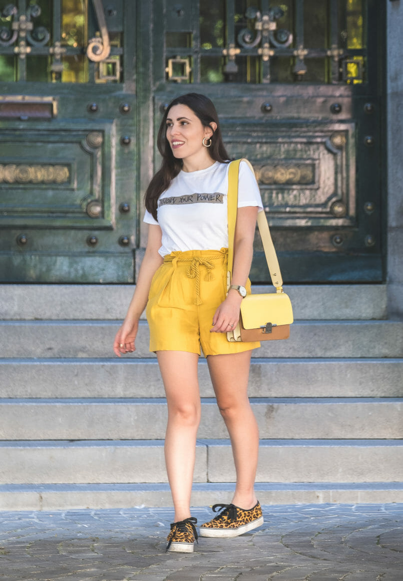 Le Fashionaire How to wear neon (one of next seasons trends) neon olive yellow zara rope belt shorts leopard faux fur stradivarius sneakers yellow brown beige massimo dutti leather bag gold circle mango earrings 5557 EN 805x1159