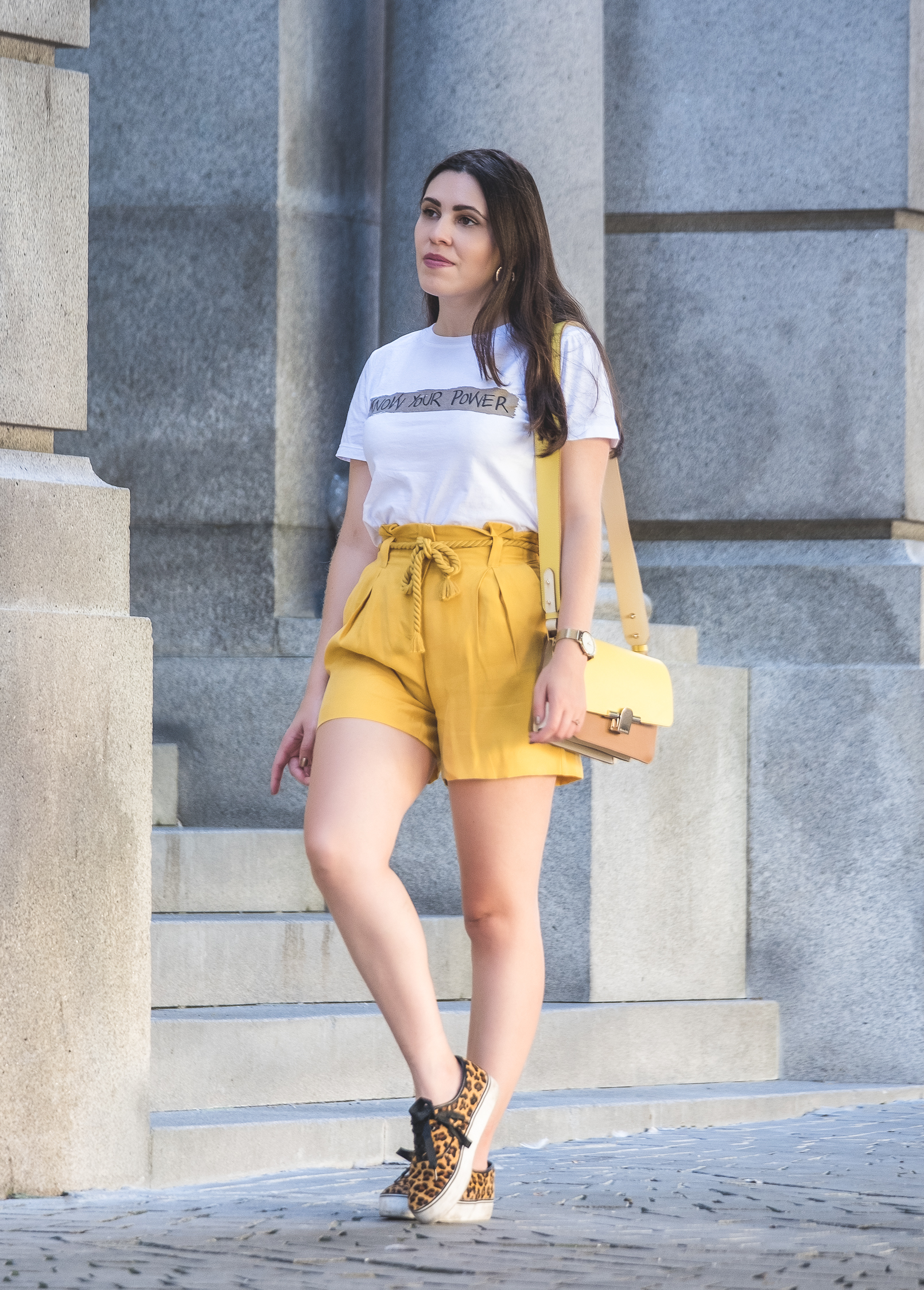 Le Fashionaire t shirt branca frase know your power stradivarius calcoes amarelo azeite fluorescente cinto corda mango tenis leopardo pelo stradivarius 5452 PT t shirt branca frase know your power stradivarius calcoes amarelo azeite fluorescente cinto corda mango tenis leopardo pelo stradivarius 5452 PT