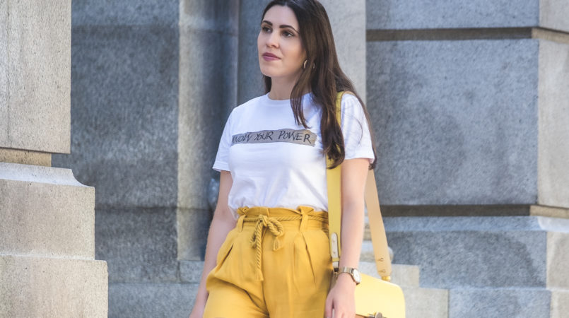 Le Fashionaire How to wear neon (one of next seasons trends) white tee know your power quote neon olive yellow zara rope belt shorts yellow brown beige massimo dutti leather bag 5452F EN 805x450