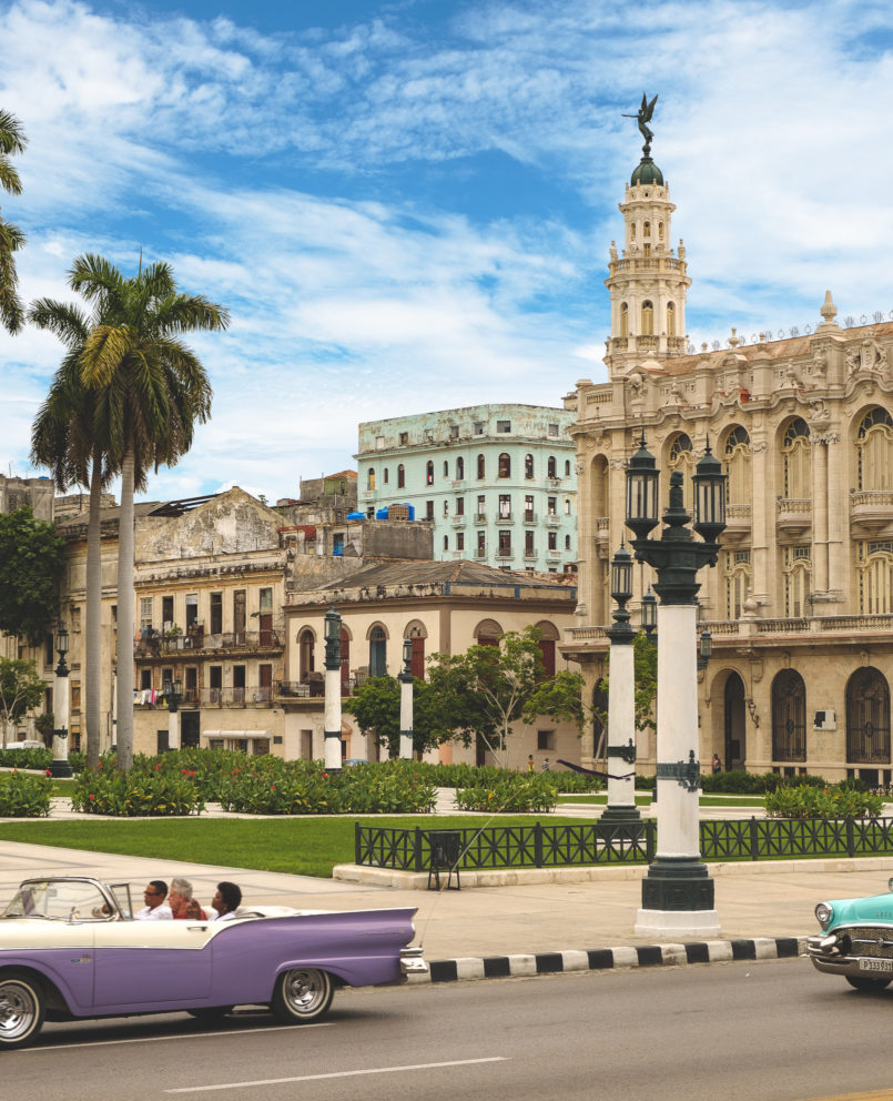 Le Fashionaire 3 things nobody tells you about Havana havana pink purple blue green car classic car colonial building 7636 EN 805x992