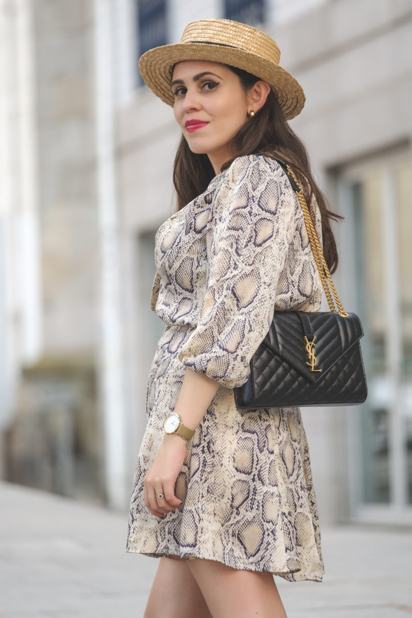 Le Fashionaire The coolest dress for this Fall is from Zara satin zara snake print dress envelope ysl bag black gold gold quartz mango earrings straw stradivarius hat 6442 EN 805x1208