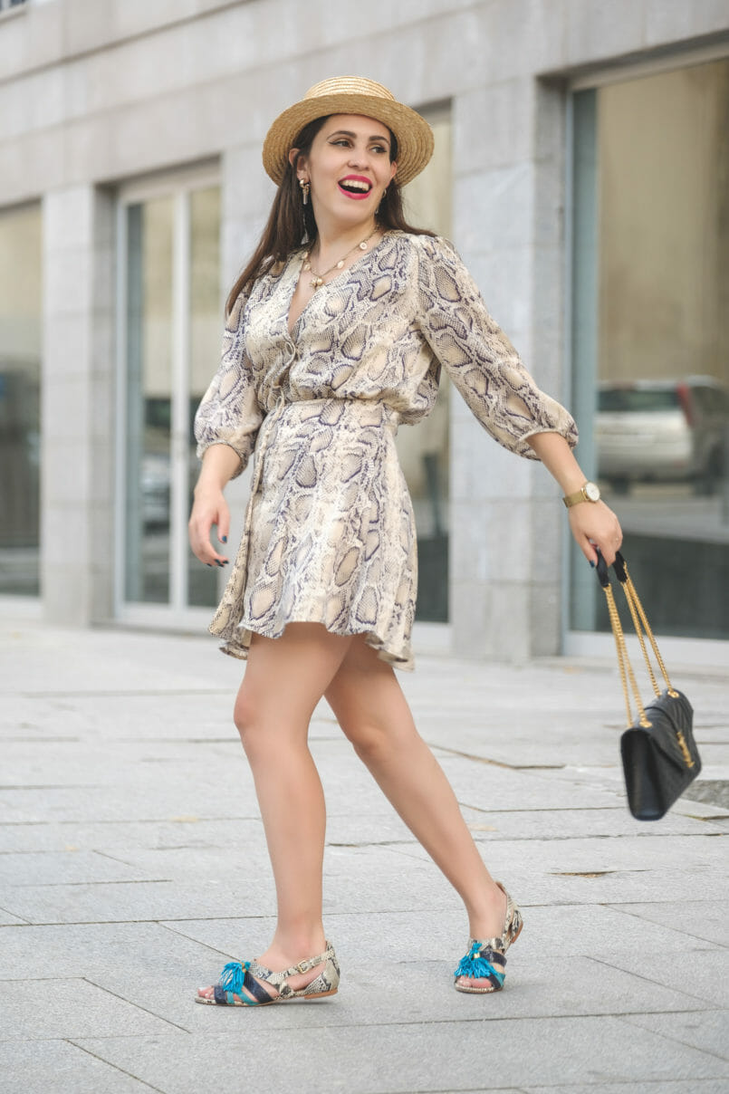 Le Fashionaire The coolest dress for this Fall is from Zara snake print leather grey beige luiza barcelos flat sandals satin zara snake print dress envelope ysl bag black gold gold quartz mango earrings 6411 EN 805x1208