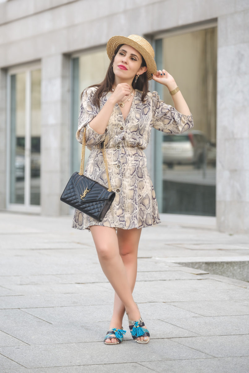 Le Fashionaire The coolest dress for this Fall is from Zara snake print leather grey beige luiza barcelos flat sandals satin zara snake print dress envelope ysl bag black gold gold quartz mango earrings 6422 EN 805x1208